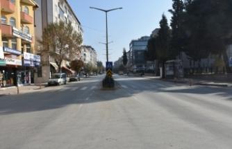 Boyabat halkı yasağa uydu, cadde ve sokaklar boşaldı.