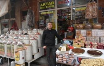 İlker Akça Kuruyemiş ve Baharat Market Orta Çarşı'da ilgi odağı olmaya devam ediyor