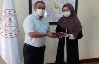 Boyabatlı genç yazar Milli Eğitim Müdürlüğünü ziyaret etti