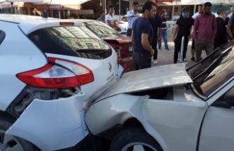 Boyabat'ta zincirleme kaza 4 araç kazaya karıştı !