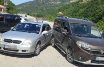 Cuma Cami önünde maddi hasarlı kaza