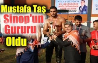 Durağanlı pehlivan Mustafa Taş Manisa'da başpehlivan oldu