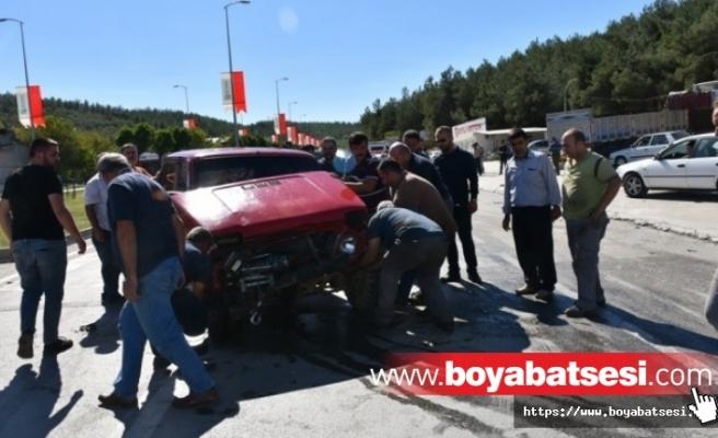 Boyabat Sanayi Sitesi'nde Trafik Kazası : 2 Yaralı