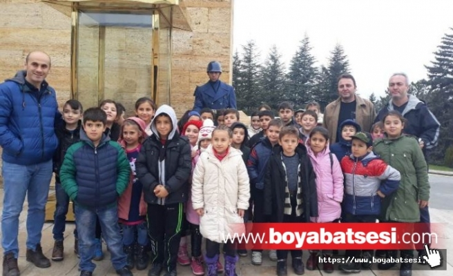 Dumlupınar İlkokuku Öğretmen ve Öğrencileri ATA'nın Huzurunda