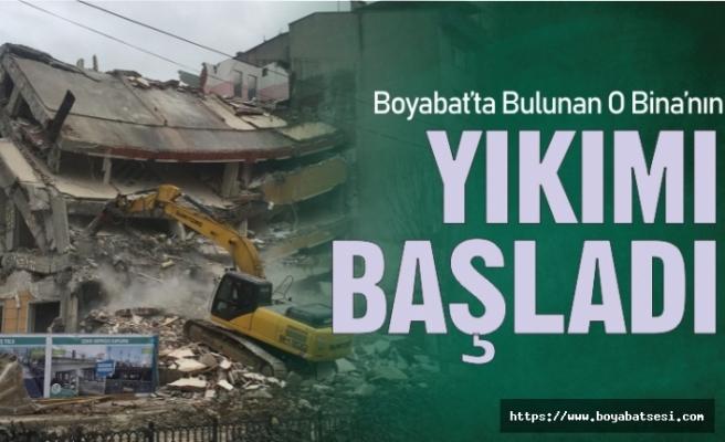 Boyabat Belediyesine ait eski binanın yıkım çalışmaları başladı