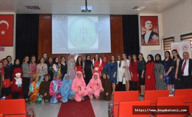Meslek Liseli Öğrenciler Kıyafet Defilesi Düzenlediler