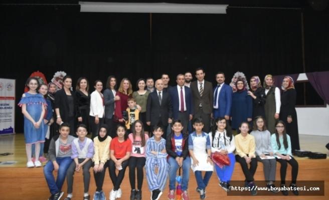 """Atatürk Ortaokulu """"Sosyal Medya Bağımlılığı"""" Farkındalık Etkinliği Gerçekleştirdi"""