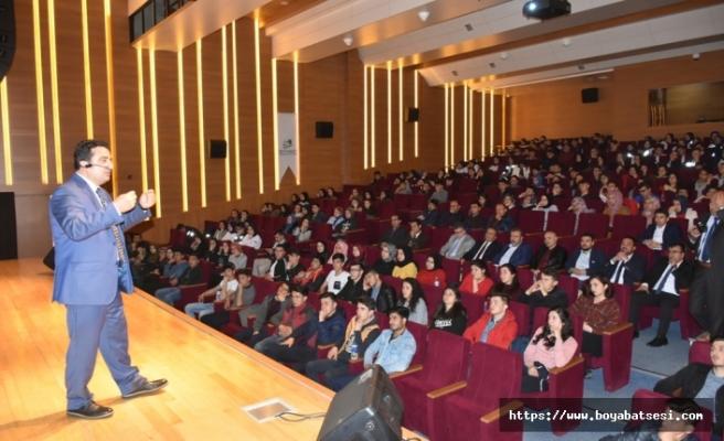 """Boyabat'ta """"Sınav Kaygısı ve Motivasyon"""" konulu konferans gerçekleştirildi"""