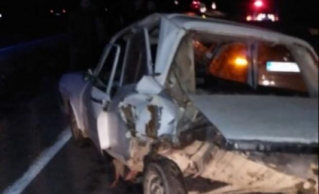 Park halindeki araca arkadan çarptı: 1'i ağır 2 yaralı