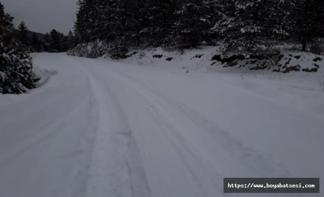 Boyabat'ta 40 köy yolu kardan kapandı