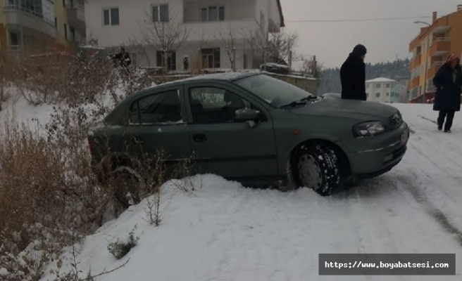 Kar ve buz Boyabatlı sürücülere zor anlar yaşatıyor