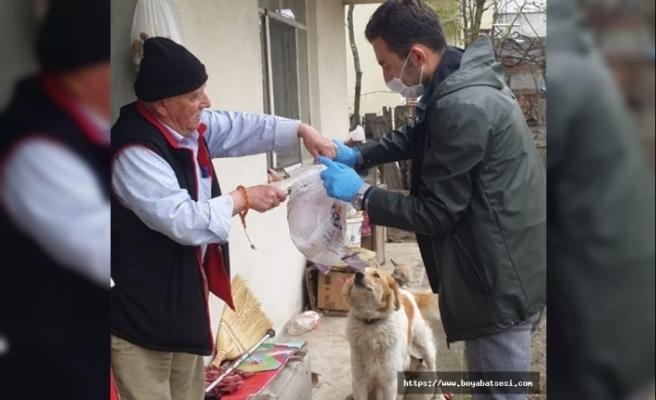 Boyabat'ta anne köpeğe polis ekiplerinden yardım