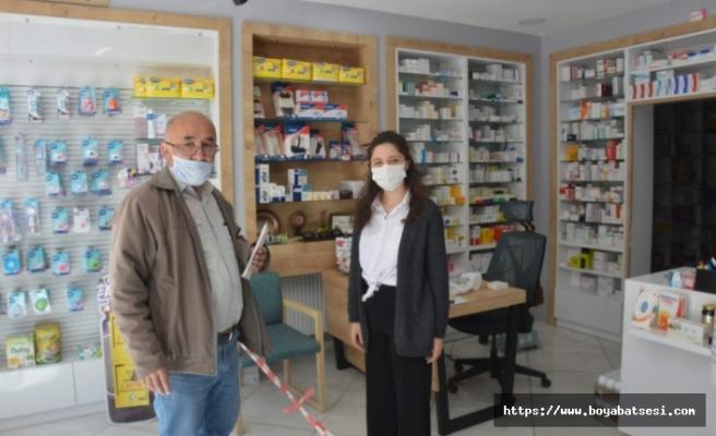 Boyabat'ta eczaneler maske dağıtımına başladı