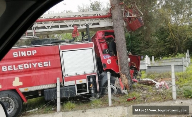 Son Dakika - İtfaiye aracı kontrolden çıktı ağaca çarptı !