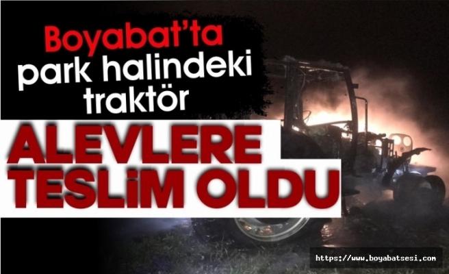 Boyabat'ta park halindeki traktör yandı !
