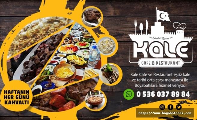 Boyabat'ta tarihi çarşı ve kale manzarası eşliğinde Kale Cafe ve Restaurant Hizmet Veriyor