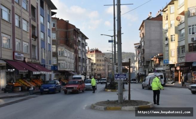 Boyabat'ta hafta sonu sokağa çıkma kısıtlamalarına tam uyum