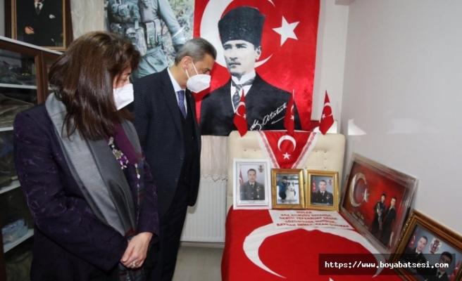 Sinop Valisi Erol Karaömeroğlu, Boyabat'ta şehit ailelerini ziyaret etti.