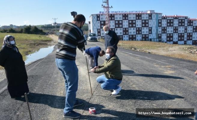 Arazisinden geçen yolu trafiğe kapatan hissedarlara para cezası