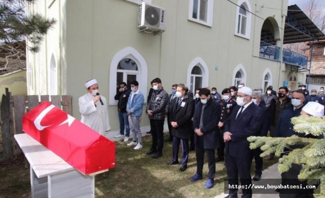 Vali Karaömeroğlu, Boyabat'ta Malul Gazi'nin cenaze törenine katıldı.