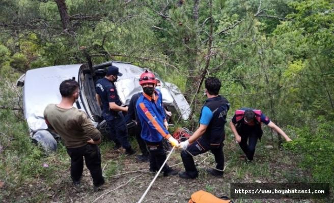 Otomobil 80 metrelik uçurumdan yuvarlandı: 1 ölü