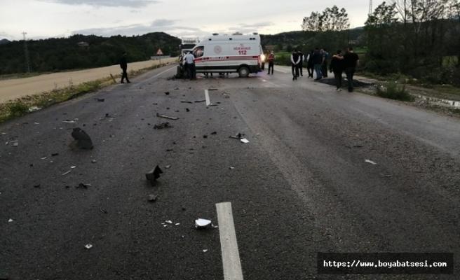 Ambulans Boyabat'a giden minibüs ile çarpıştı