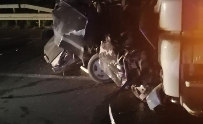 Boyabat Sinop yolunda otomobil ile TIR çarpıştı: 1 ölü