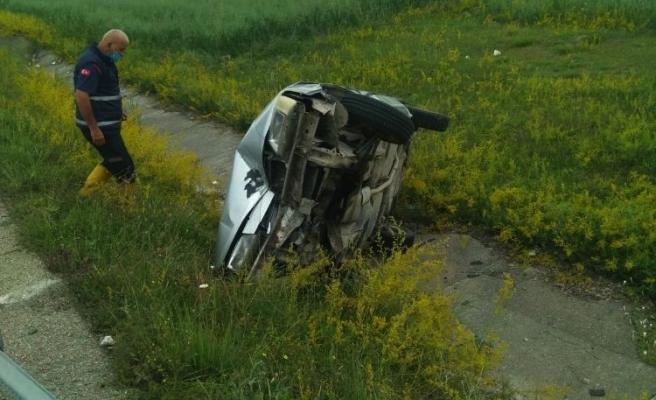 Otomobil su kanalına düştü !