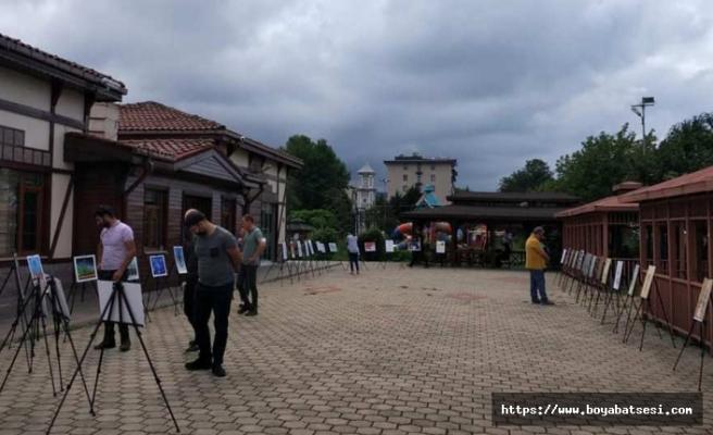 Boyabatlı sanatçının eserleri Rize'de sergileniyor