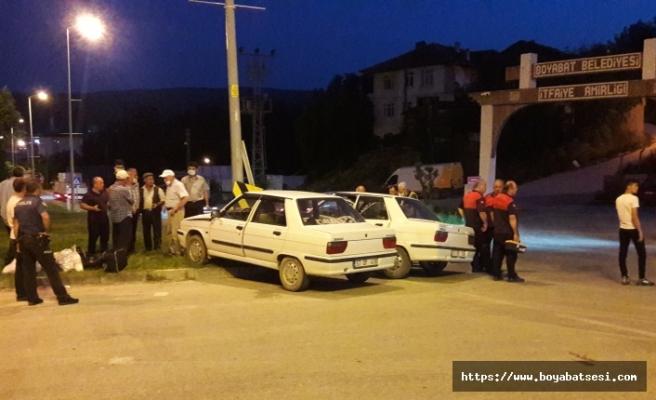 Boyabat ilçesinde iki otomobilin çarpışması sonucu 4 kişi yaralandı