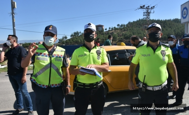 Boyabat'ta toplu taşıma araçları ilaçlanıp, sürücüleri bilgilendirildi.