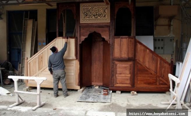 Yaptığı minber ve mihraplar 300'e yakın cami ve mescidi donatıyor