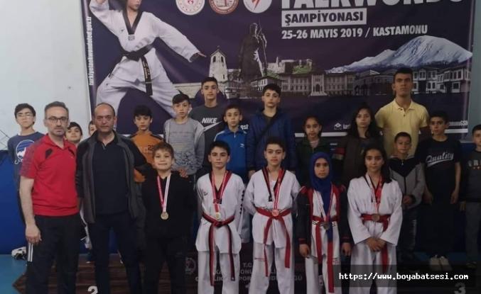 Boyabatlı Taekwandocular, İllerarası Yarışmalarda Madalyalar Kazanarak İlçeye Döndüler