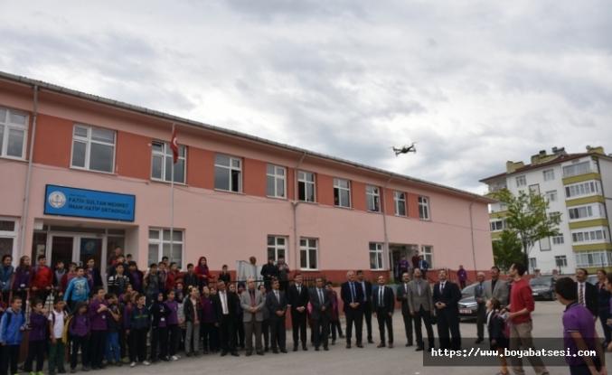 Fatih Sultan Mehmet İmam Hatip Ortaokulu Öğrencileri Kendi Yaptıkları Droneyi Uçurdular