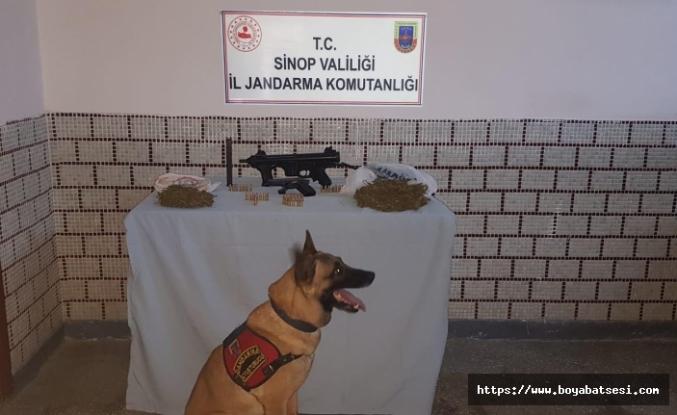 Jandarma Zehir Tacirlerini Yakaladı