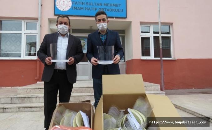 Boyabat'ta eğitim çalışanları maske üretti