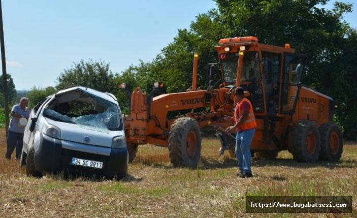 Hafif ticari araç ile otomobil çarpıştı: 8 yaralı