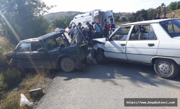 Kastamonu'da 2 Otomobil Çarpıştı 11 Yaralı