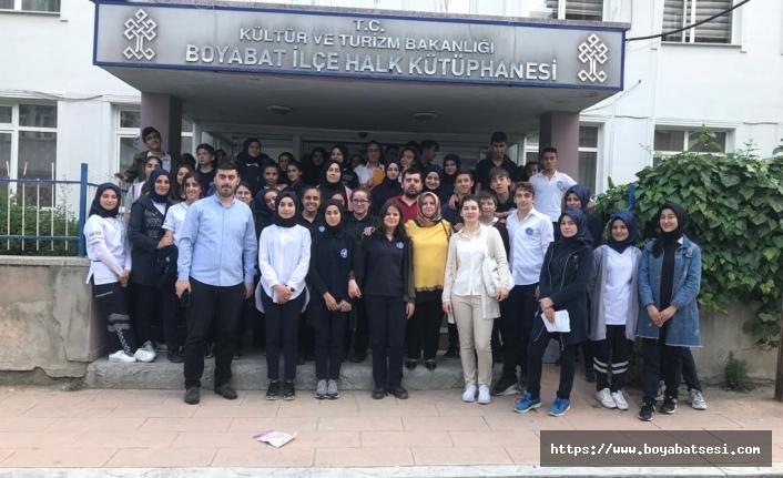 İbn-i Sina Mesleki ve Teknik Anadolu Lisesi Öğretmen ve Öğrencileriİlçe Kütüphanesini Ziyaret etti.