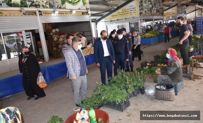 Boyabat Kaymakamı Çetin vatandaşlarla bayramlaştı