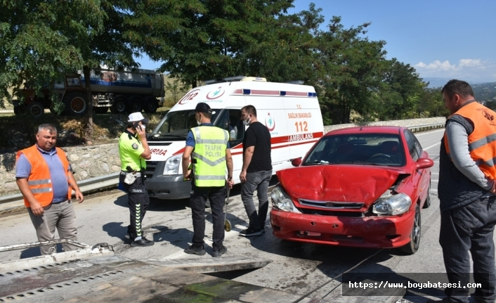 Boyabat'ta trafik kazası : 3 yaralı