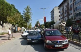 Boyabat Adnan Menderes Bulvarı'nda Yine Dikkatsizlik, Yine Kaza