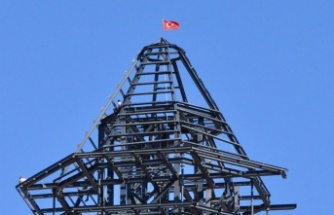 Erenlik'teki Seyir Kulesine Türk Bayrağı Dikildi