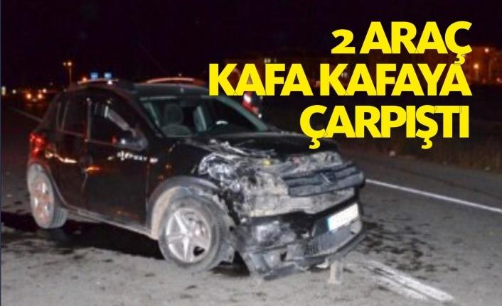 İki araç çarpıştı